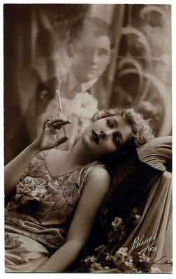 Old Photo - Smokey Lady with her Dream Man - The Graphics